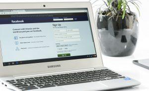 jak spadek akcji facebooka wpłynie na firmę